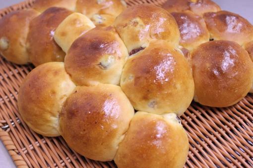 http://patisserie-yuzuka.com/cc4/images/bread/budogari.jpg