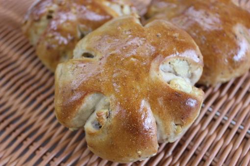 http://patisserie-yuzuka.com/cc4/images/bread/kurumi.jpg
